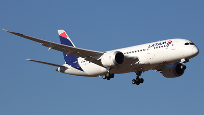 A picture of CCBBD - Boeing 7878 Dreamliner - LATAM Airlines - © Claudio Pérez