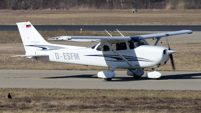 D-ESFM - Cessna 172S Skyhawk SP - Private