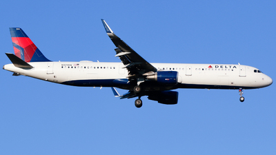 A picture of N325DN - Airbus A321211 - Delta Air Lines - © Alec Mollenhauer