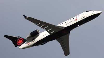 A picture of CFEJA - Mitsubishi CRJ200ER - Air Canada - © Hongyu Wang