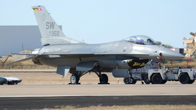 01-7050 - General Dynamics F-16CM Fighting Falcon - United States - US Air Force (USAF)