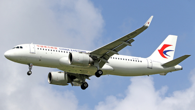 A picture of B1076 - Airbus A320251N - China Eastern Airlines - © Richelieu