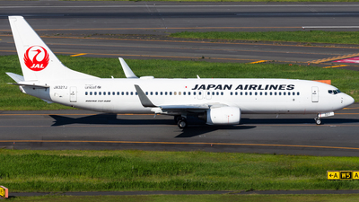 JA327J - Boeing 737-846 - Japan Airlines (JAL)