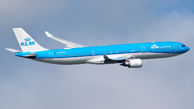 A picture of PHAKB - Airbus A330303 - KLM - © Ricardo de Vries