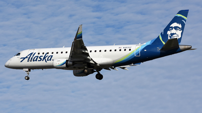 A picture of N183SY - Embraer E175LR - Alaska Airlines - © Martin Nimmervoll