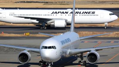A picture of JA654J - Boeing 767346(ER) - Japan Airlines - © Jason CDHK