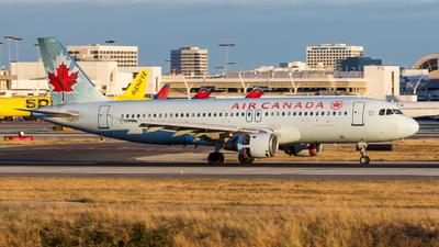 C-FFWN - Airbus A320-211 - Air Canada