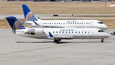 A picture of N929SW - Mitsubishi CRJ200LR - United Airlines - © HA-KLS
