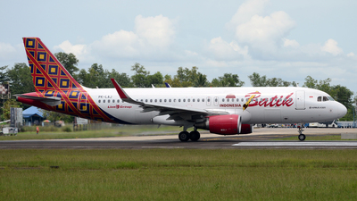 Pk laj airbus a320 214 batik air flightradar24 gusti fikri izzudin noor jetphotos aircraft photo stopboris Image collections