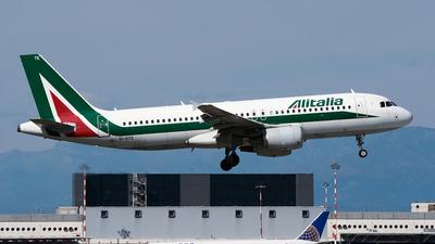 EI-DTE - Airbus A320-216 - Alitalia