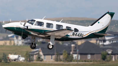 A picture of N44RL - Piper PA31310 - [317401217] - © Mike MacKinnon
