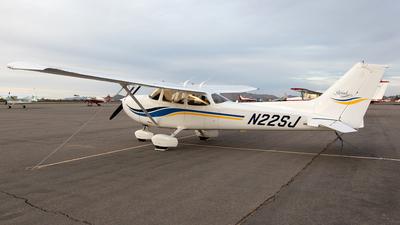 A picture of N22SJ - Cessna 172S Skyhawk SP - [172S8345] - © Felipe Garcia