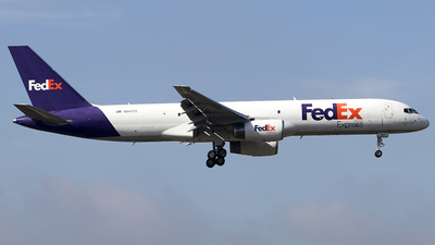 A picture of N947FD - Boeing 757236(SF) - FedEx - © deezzullens