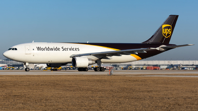 A picture of N171UP - Airbus A300F4622R - UPS - © Kevin Cargo