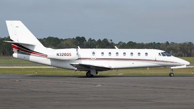A picture of N320QS - Cessna 680 Citation Sovereign - NetJets - © Orlando Suarez