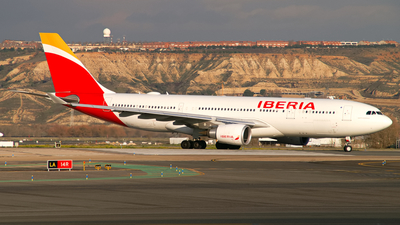 A picture of ECMSY - Airbus A330202 - Iberia - © Thomas Ramgraber