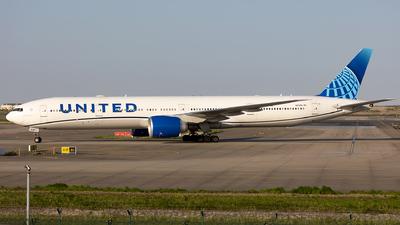 A picture of N2749U - Boeing 777300(ER) - United Airlines - © SakaiWakana