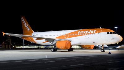 A picture of GEZTT - Airbus A320214 - easyJet - © Dave Potter