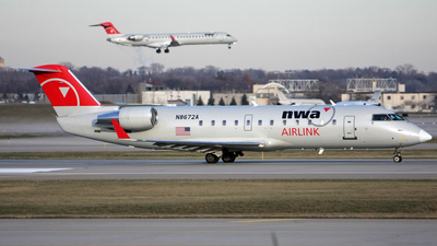 N8672A - Bombardier CRJ-200ER - Northwest Airlink (Pinnacle Airlines)