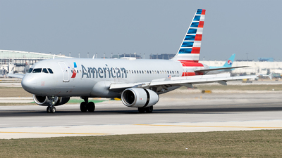 A picture of N659AW - Airbus A320232 - American Airlines - © Mingfei S
