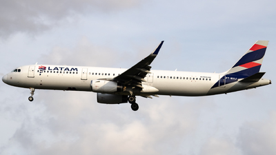 A picture of PTMXJ - Airbus A321231 - LATAM Airlines - © Felipe Oliveira - oliver_spotting
