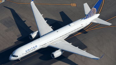 N17105 - Boeing 757-224 - United Airlines
