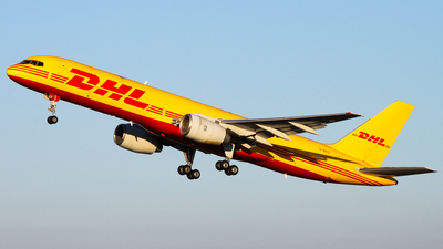 A picture of GBIKZ - Boeing 757236(SF) - DHL - © Luciano Silva