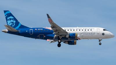 A picture of N651QX - Embraer E175LR - Alaska Airlines - © bill wang