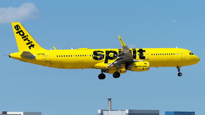 A picture of N679NK - Airbus A321231 - Spirit Airlines - © Mingfei S