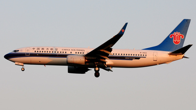 B-1402 - Boeing 737-81B - China Southern Airlines
