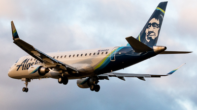 A picture of N402SY - Embraer E175LR - Alaska Airlines - © Andrew Wu