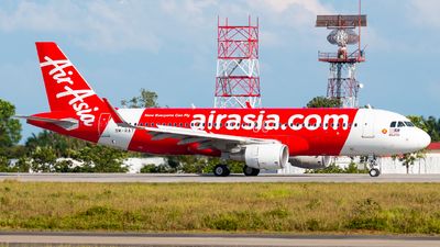 A picture of 9MRAT - Airbus A320216 - AirAsia - © Jonathan Chua