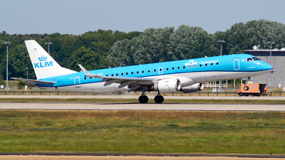 A picture of PHEZK - Embraer E190STD - KLM - © JakkoFly