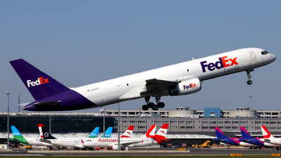 A picture of N913FD - Boeing 75728A(SF) - FedEx - © Max Hrusa