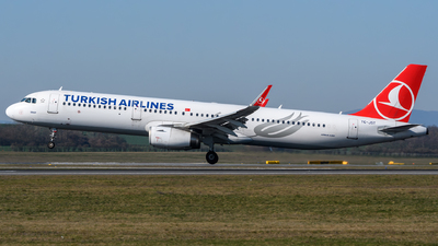A picture of TCJST - Airbus A321231 - Turkish Airlines - © Chris Jilli