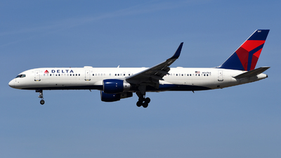 A picture of N547US - Boeing 757251 - Delta Air Lines - © Rocky Wang