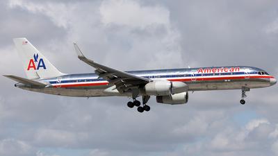 N655AA - Boeing 757-223 - American Airlines