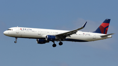 A picture of N393DN - Airbus A321211 - Delta Air Lines - © DJ Reed - OPShots Photo Team