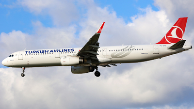 A picture of TCJTG - Airbus A321231 - Turkish Airlines - © J.M.Carballo