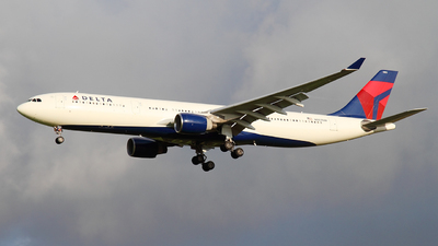 A picture of N803NW - Airbus A330323 - Delta Air Lines - © Davide Della Santa