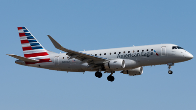 A picture of N300LK - Embraer E175LR - American Airlines - © Michael Place