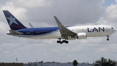 A picture of CCCWG - Boeing 767316(ER) - [34629] - © James Bruno