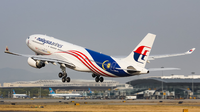 A picture of 9MMTX - Airbus A330223 - Malaysia Airlines - © Lywings