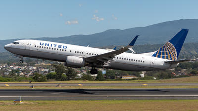 A picture of N76517 - Boeing 737824 - United Airlines - © Cristian Quijano
