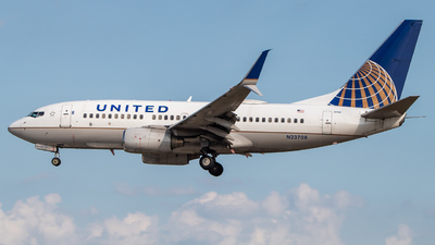 N23708 - Boeing 737-724 - United Airlines