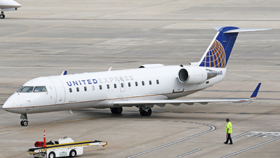 A picture of N856AS - Bombardier CRJ200ER - United Airlines - © Moralesroger25