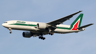 A picture of EIISD - Boeing 777243(ER) - Alitalia - © Luca Gussoni