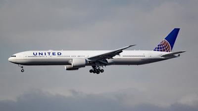 N2333U - Boeing 777-300ER - United Airlines