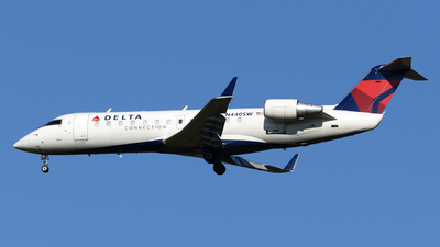 A picture of N440SW - Mitsubishi CRJ200LR - United Airlines - © DJ Reed - OPShots Photo Team