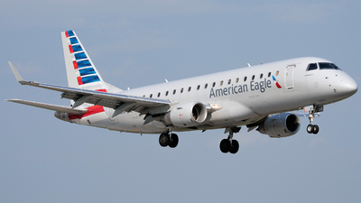 A picture of N104HQ - Embraer E175LR - American Airlines - © Luke B